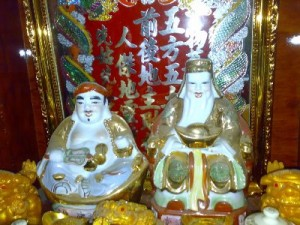 Thần Tài, the idol on the right, is seen at all times but especially at Tet.
